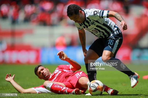 Celso Ortiz of Monterrey struggles for the ball with Emmanuel Gigliotti of Toluca during the 13th round match between Toluca and Monterrey as part of...