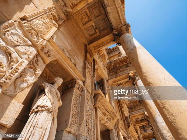 celsus library in ephesus, turkey - história imagens e fotografias de stock