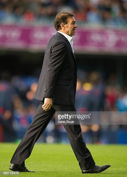Celta de Vigo head coach Abel Resino walks onto the field before the start of the La Liga match between RC Celta de Vigo and FC Barcelona at Estadio...