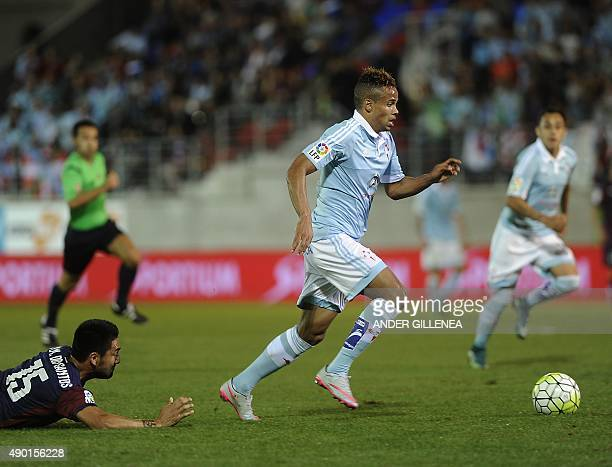 Celta Vigo's Belgian forward Theo Bongonda vies with Eibar's Argentinian defender Mauro Javier Dos Santos during the Spanish league football match SD...