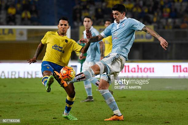 Celta Vigo's Chilean midfielder Pablo Hernandez vies with Las Palmas' forward Jonathan Viera during the Spanish league football match UD Las Palmas...