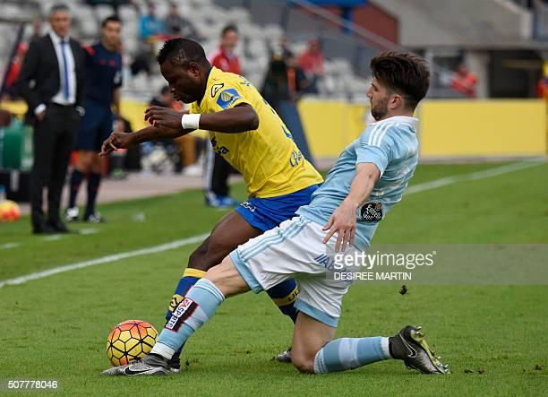 Celta Vigo's defender Carles Planas vies with Las Palmas' Ghanaian midfielder Wakaso Mubarak during the Spanish league football match UD Las Palmas...