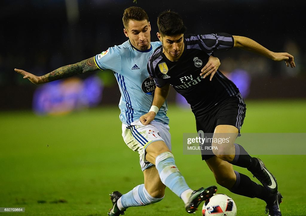 Celta Vigo\'s defender Hugo Mallo (L) vies with Real Madrid\'s ...