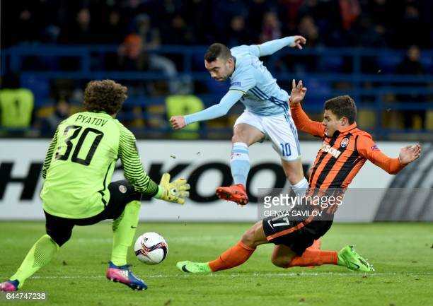 TOPSHOT Celta Vigo's Spanish forward Iago Aspas of vies with Shakhtar Donetsk's Ukrainian midfielder Maksym Malyshev and Ukrainian's goalkeeper...