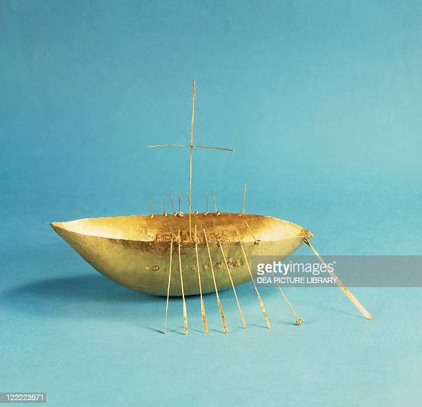 Celtic civilization Ireland Goldsmith's art The Broighter Gold Gold model boat