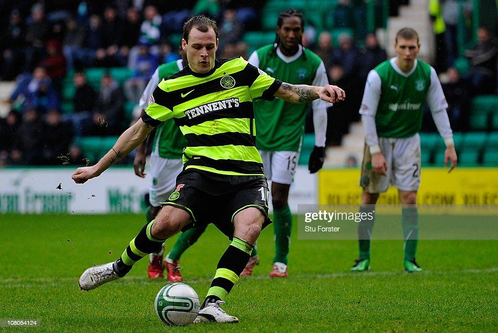 Hibernian v Celtic : News Photo