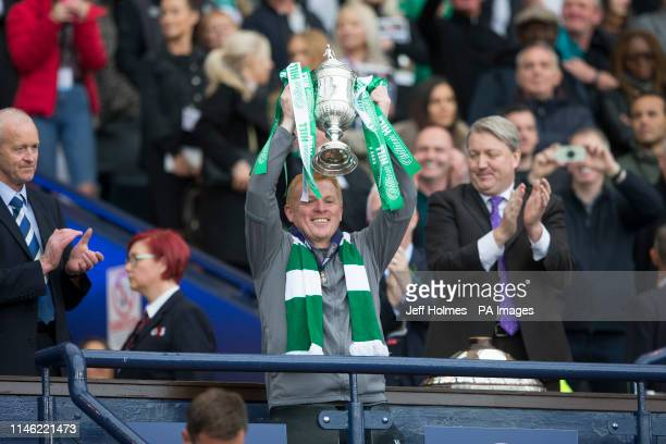 Celtic Manager Neil Lennon lifts the trophy after the William Hill Scottish Cup Final at Hampden Park Glasgow