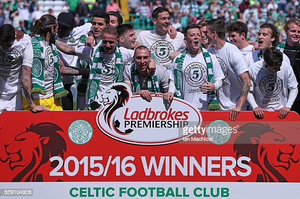 Celtic players celebrate at the end of the match during the Ladbrokes Scottish Premier League match between Celtic and Aberdeen at Celtic Park on May...