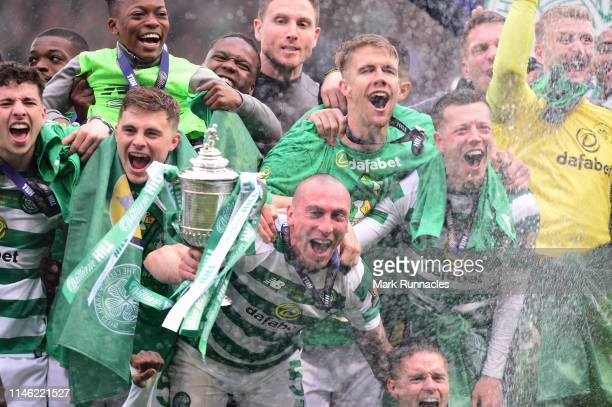 Celtic players celebrate with the Scottish Cup at the final whistle during the Scottish Cup Final between Heart of Midlothian FC and Celtic FC at...