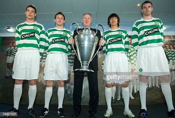 Celtic players Darren O'Dea Lee Naylor former Celtic captain Billy McNeill Shunsuke Nakamura and Stephen McManus pose with the European Cup at the...