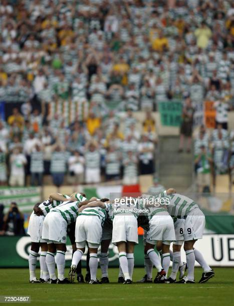Celtic players huddle together during the UEFA Cup Final match between Celtic and FC Porto held on May 21 2003 at the Estadio Olimpico in Seville...