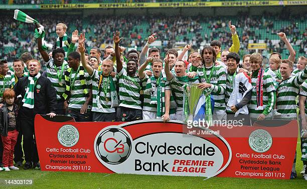 Celtic players lift the Clydesdale Bank Premier League trophy following the Clydesdale Bank Premier League match between Celtic and Hearts at Celtic...