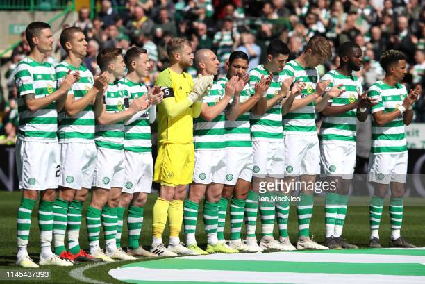 Celtic players observe 67 seconds of applause in tribute to Celtic Legend Billy McNeill prior to the Ladbrokes Scottish Premiership match between...