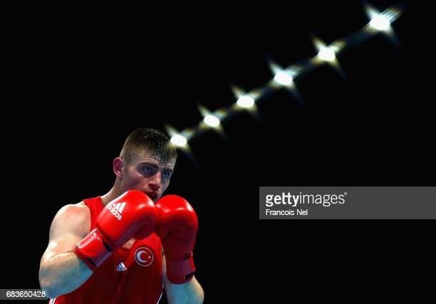 Cem Karlidag competes against Chouaib Ouahdi of Morocco in the Mens Boxing Light Heavy 81 kg quarterfinals during day four of Baku 2017 4th Islamic...
