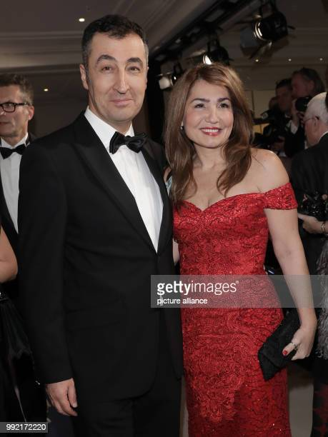 Cem Oezdemir chairmain of the Alliance 90/Green Party at the German Bundestag and his wife Pia Maria Castro arrive for the German press ball at the...