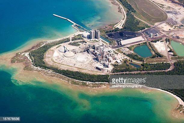 Industrie du ciment usine vue aérienne