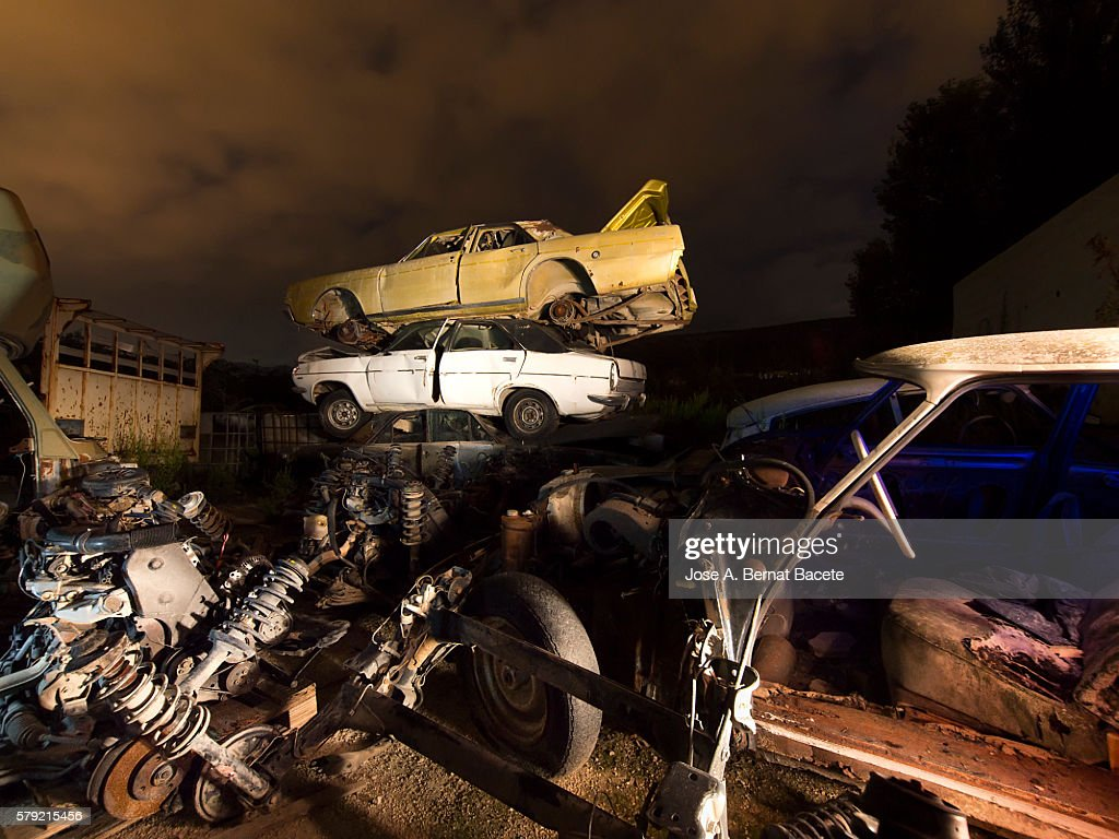 Cemetery of cars for his recycling I dress in the night : Stock Photo