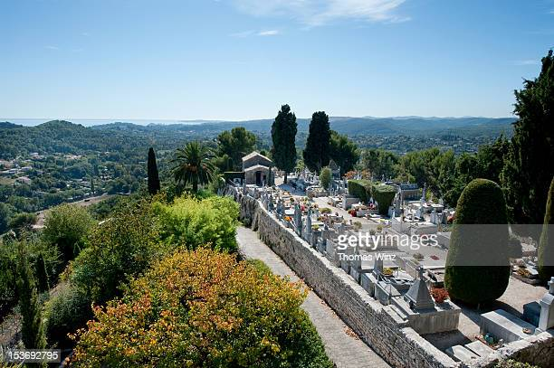 cemetery saint-paul de vence - サンポールドヴァンス ストックフォトと画像