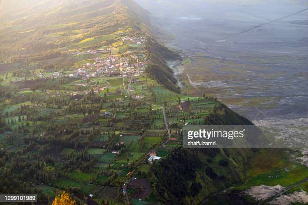 cemoro lawang is a very small hamlet north-east of mount bromo, indonesia with the altitude of 2,217 meters above sea level. - shaifulzamri fotografías e imágenes de stock