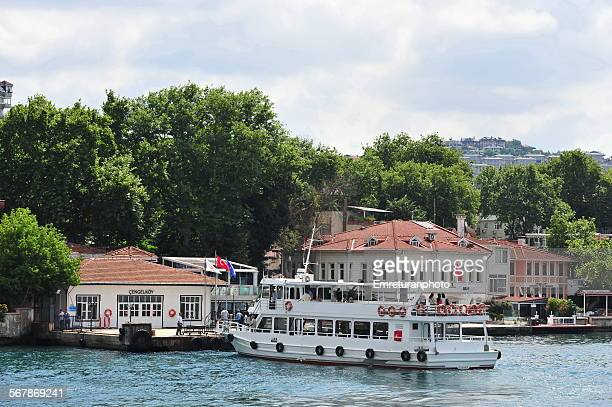 cengelkoy pier on the bosphorus - emreturanphoto stock-fotos und bilder