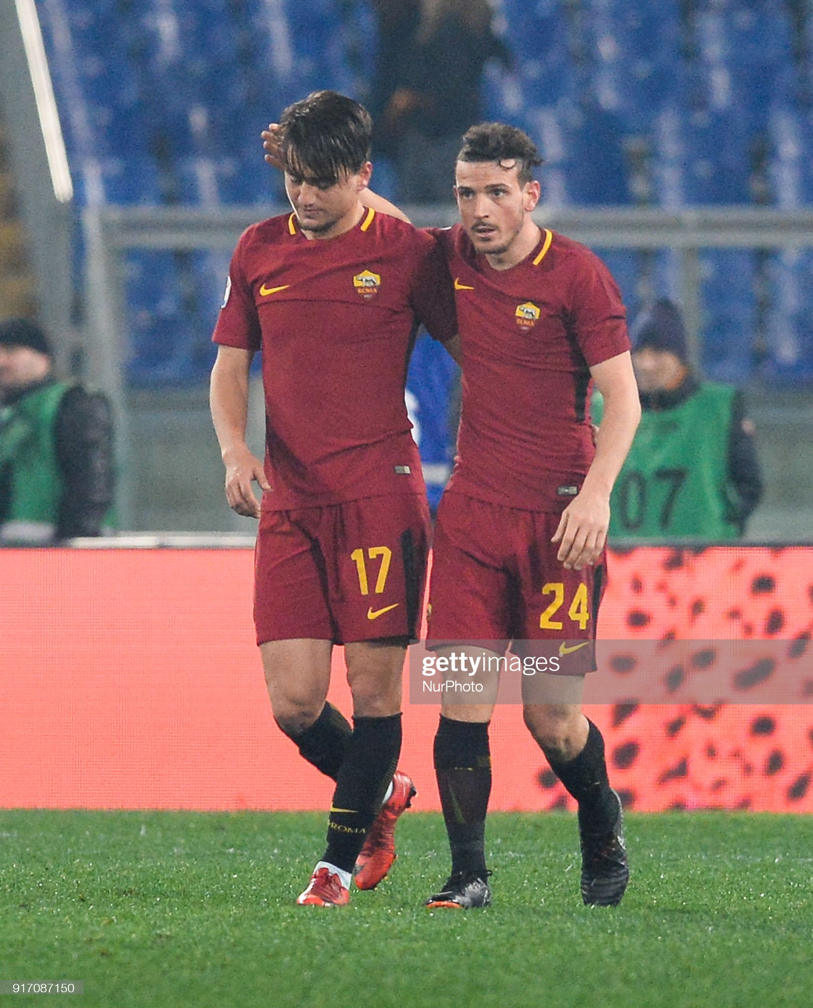 ¿Cuánto mide Alessandro Florenzi? - Real height Cengiz-under-celebrates-with-alessandro-florenzi-after-scoring-a-goal-picture-id917087150?s=2048x2048