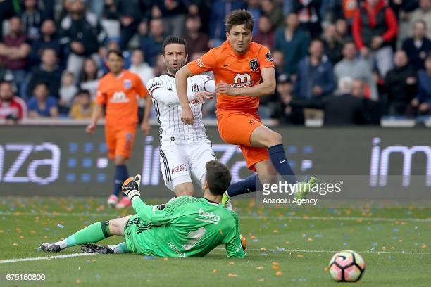 Cengiz Under of Medipol Basaksehir in action against Fabricio Agosto Ramirez of Besiktas during the Turkish Spor Toto Super Lig soccer match between...
