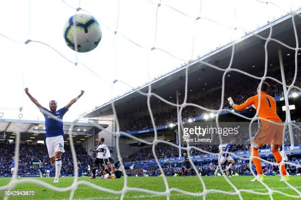 Cenk Tosun of Everton celebrates after Gylfi Sigurdsson of Everton scores his sides third goal and his second during the Premier League match between...