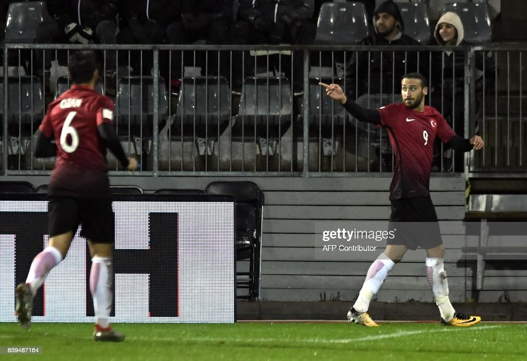 Cenk Tosun (R) of Turkey celebrates scoring his second goal with Ozan Tufan during the FIFA World Cup 2018 qualifying football match between Finland and Turkey in Turku, Southern Finland on October 9, 2017. / AFP PHOTO / Lehtikuva / Antti Aimo-Koivisto / Finland OUT