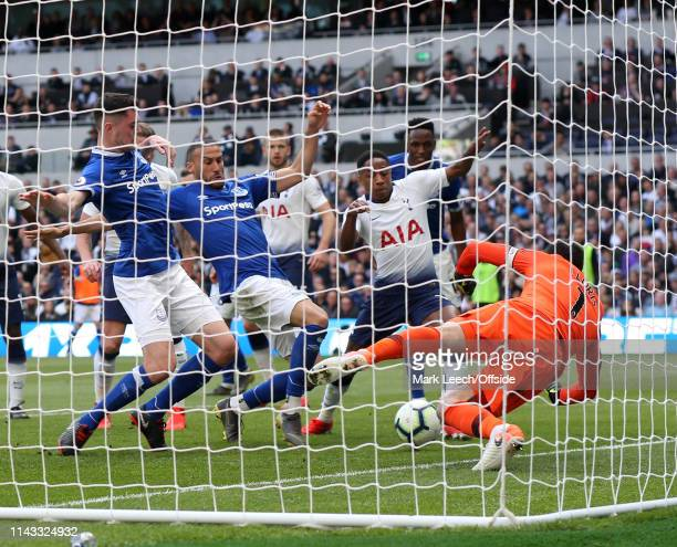 Cenk Tosun pounces to score the second goal for Everton during the Premier League match between Tottenham Hotspur and Everton FC at Tottenham Hotspur...