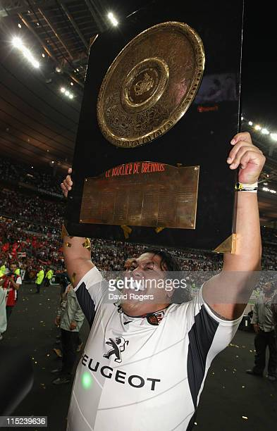 Census Johnston, the Toulouse prop, celebrates with the trophy after their victory during the French Top 14 Final between Montpellier and Toulouse at...
