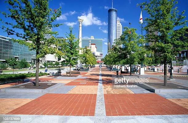 centennial olympic park and skyline, atlanta, ga - parc olympique lieu photos et images de collection