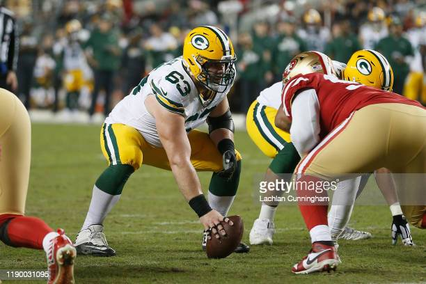 Center Corey Linsley of the Green Bay Packers lines up to snap the ball in the third quarter against the San Francisco 49ers at Levi's Stadium on...