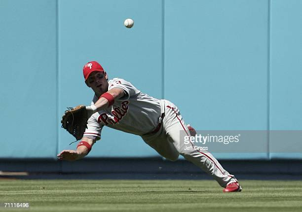 Center fielder Aaron Rowand of the Philadelphia Phillies catches a fly ball for an out against the Los Angeles Dodgers in the 6th inning at Dodger...