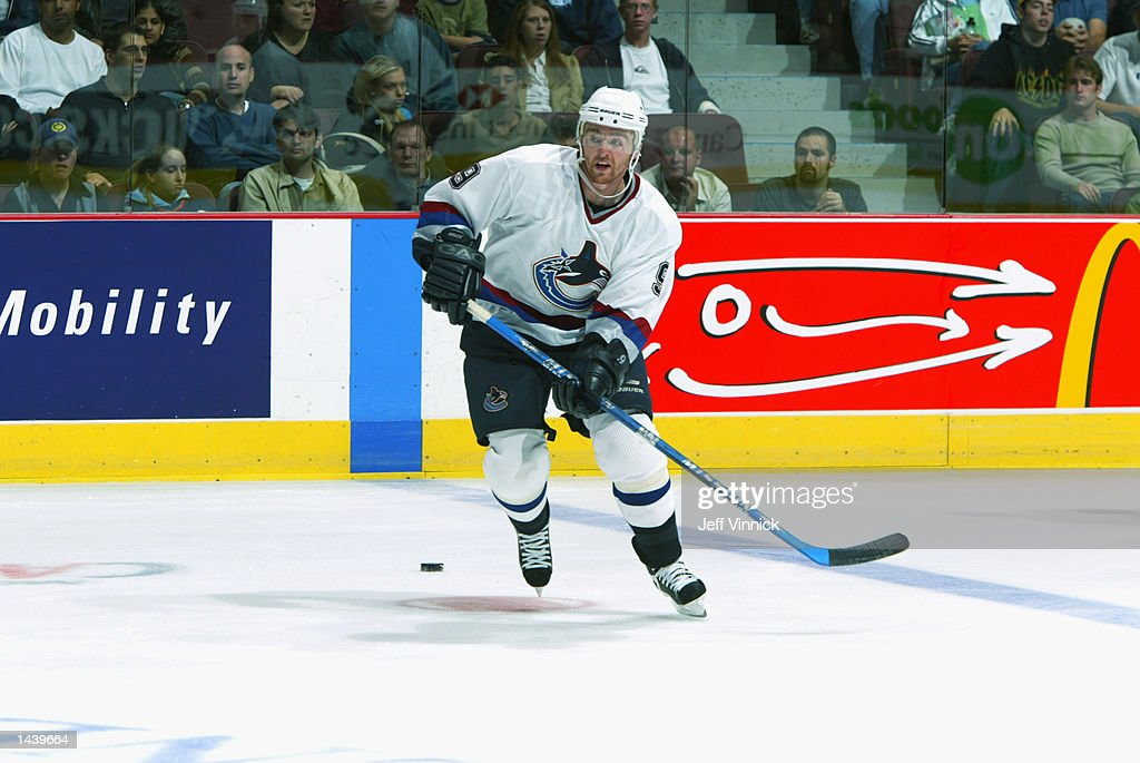 Oilers v Canucks : News Photo