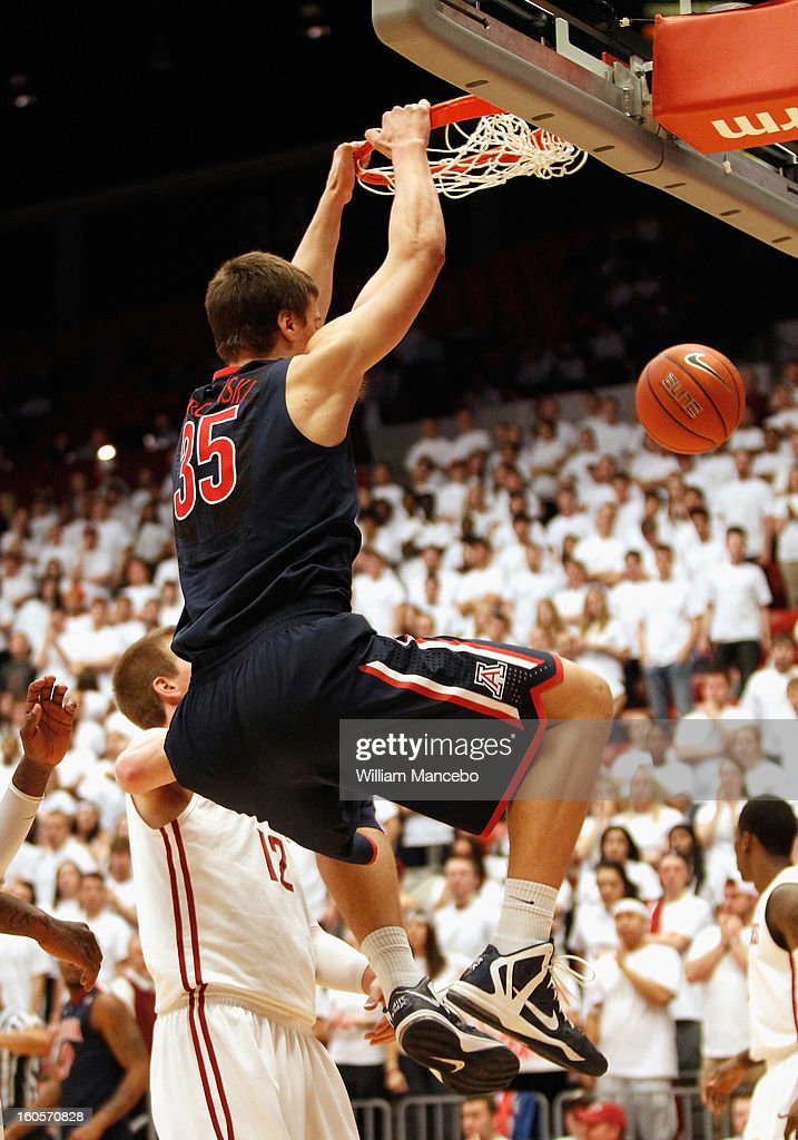 Center Kaleb Tarczewski #35 of the Arizona Wildcats dunks against the Washington State Cougars during the second half of the game at Beasley Coliseum on February 2, 2013 in Pullman, Washington.