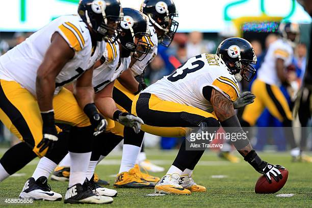Center Maurkice Pouncey of the Pittsburgh Steelers lines up against the New York Jets during a game at MetLife Stadium on November 9, 2014 in East...