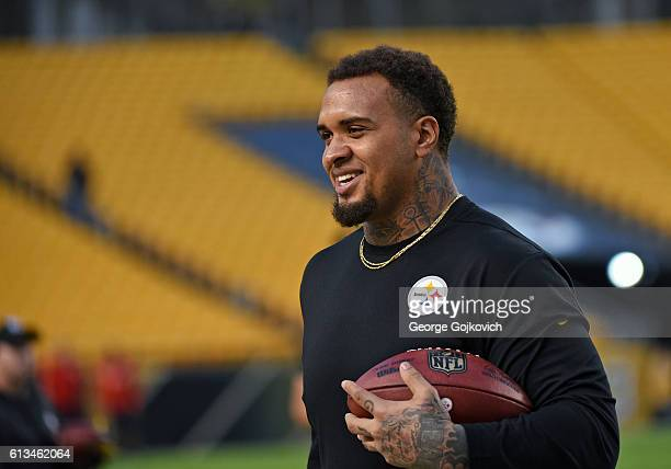 Center Maurkice Pouncey of the Pittsburgh Steelers looks on from the field before a game against the Kansas City Chiefs at Heinz Field on October 2,...