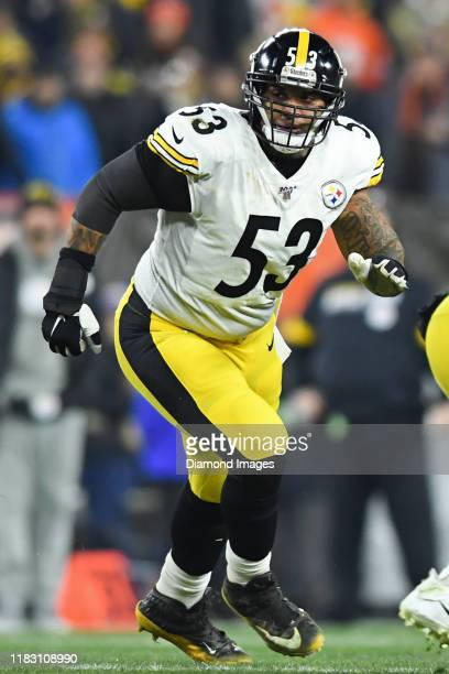 Center Maurkice Pouncey of the Pittsburgh Steelers pulls across the line of scrimmage in the first quarter of a game against the Cleveland Browns on...