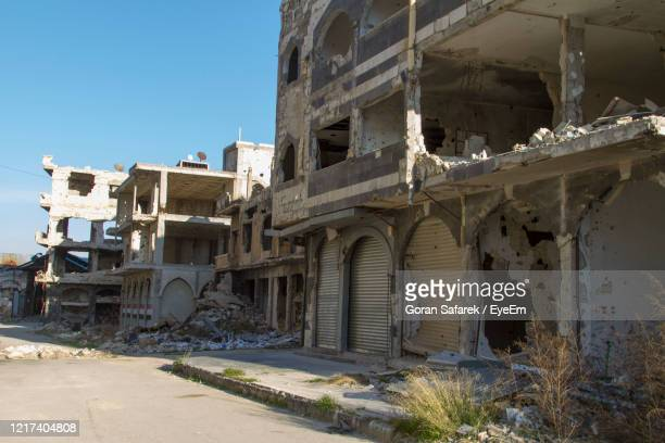 center of homs city, syria in ruins - bombardement photos et images de collection