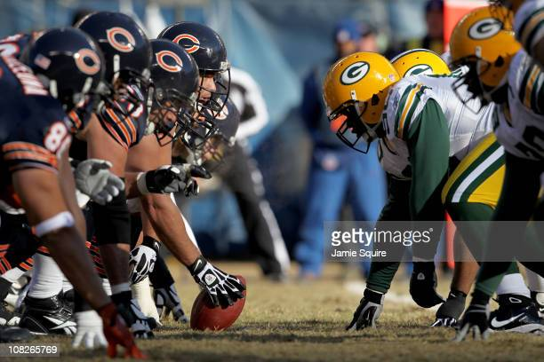 Center Olin Kreutz of the Chicago Bears prepares to snap the ball against the Green Bay Packers in the first half of the NFC Championship Game at...