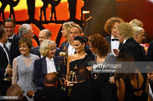 Center Paola Felix 'Livetime Achievement' award winner Liselotte Pulver 'Actress International' award winner Penelope Cruz Sophia Loren and Thomas...