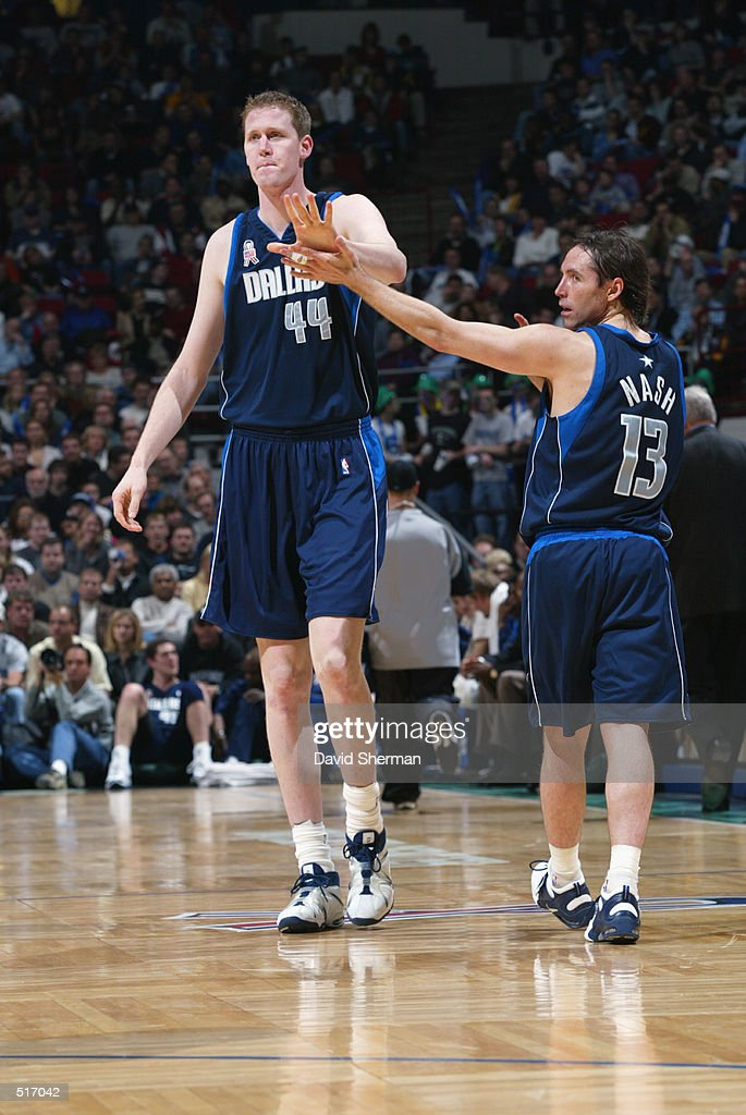 Shawn Bradley high-fives Steve Nash Pictures   Getty Images