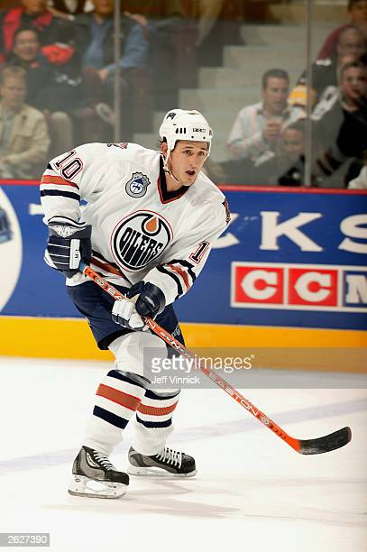 Center Shawn Horcoff of the Edmonton Oilers looks for a pass against the Vancouver Canucks during the NHL game on October 11, 2003 at General Motors...