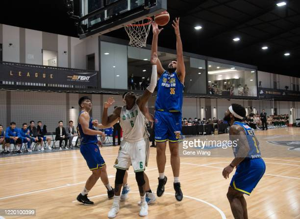 Center Sim Bhullar of Yulon Luxgen Dinos fight for basket during the SBL Finals Game One between Taiwan Beer and Yulon Luxgen Dinos at Hao Yu...
