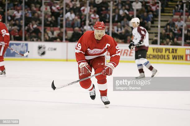 Center Steve Yzerman of the Detroit Red Wings skates against the Colorado Avalanche at Joe Louis Arena on November 23 2005 in Detroit Michigan The...