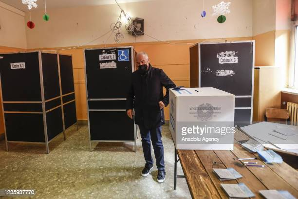 Center-right candidate Enrico Michetti casts his vote for the runoff elections for mayor at a polling station in Rome, Italy, on October 17, 2021....