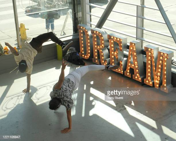 Centers around Mia, a 15-year-old who yearns to dance professionally but is hindered by daily obligations to her little sister, Skylar and their...