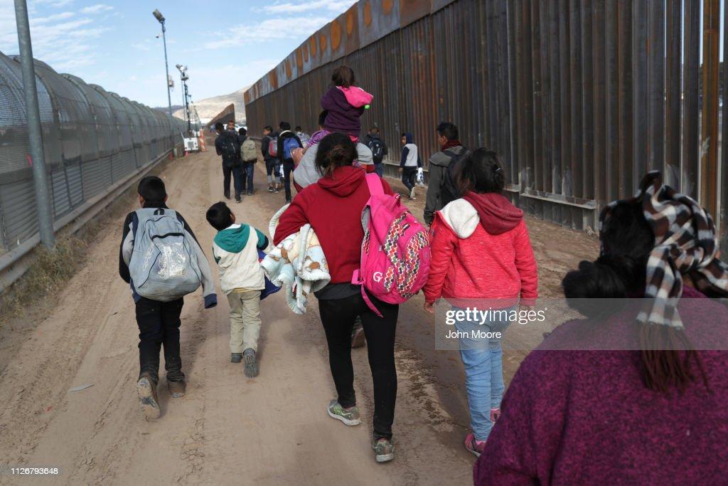 U.S. Customs And Border Patrol Agents Patrol Border In El Paso, TX : ニュース写真