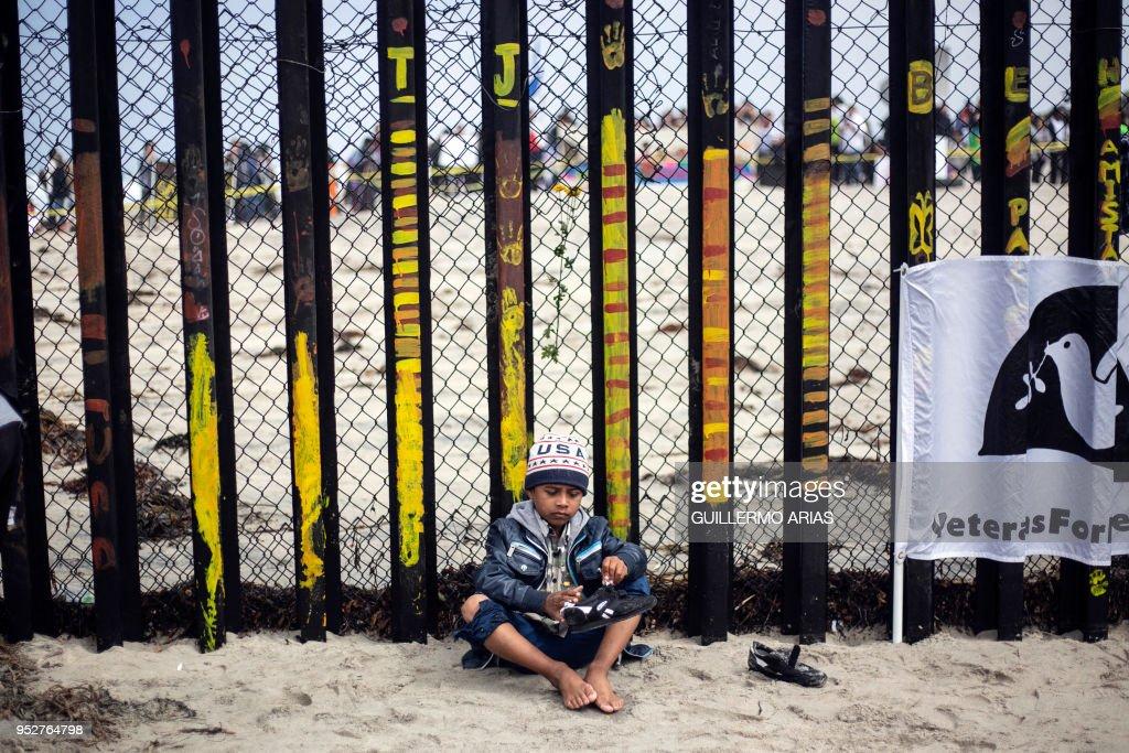 MEXICO-US-MIGRANTS-CARAVAN : News Photo