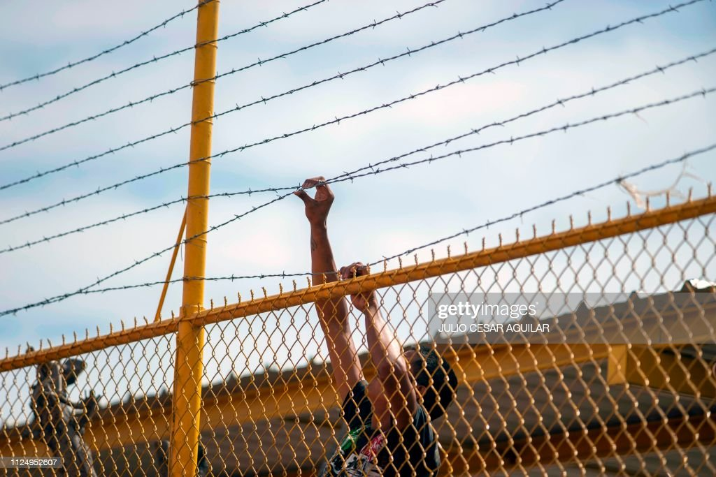 TOPSHOT-MEXICO-US-BORDER-MIGRATION : News Photo